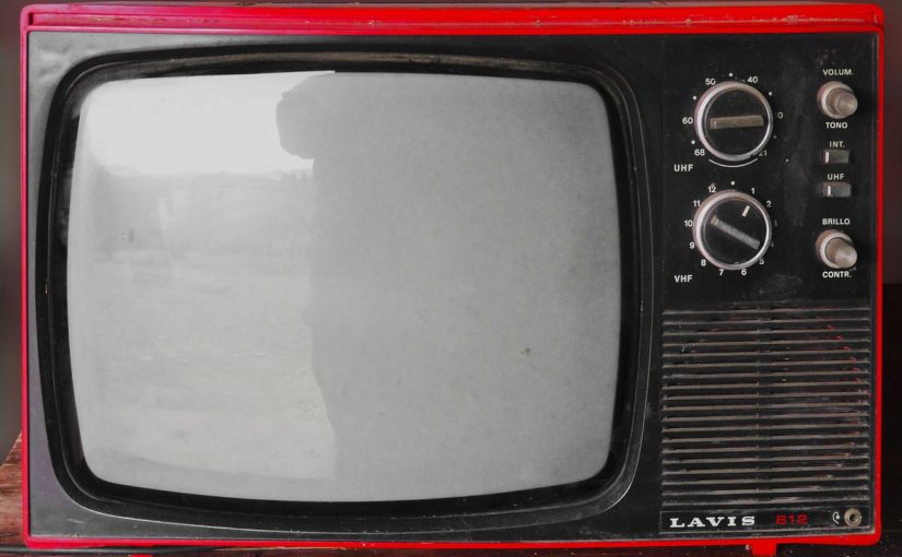 Rodzinny relaks przed tv, czy też niedzielne filmowe popołudnie, umila nam czas wolny oraz pozwala się zrelaksować.